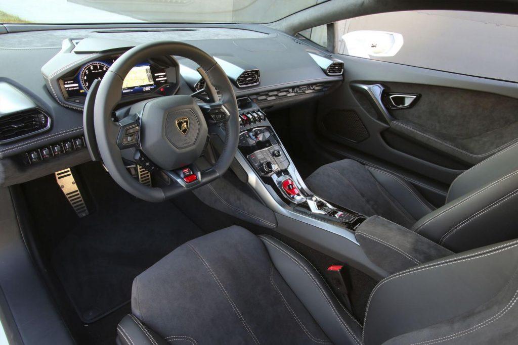 lamborghini huracan stuttgart cockpit