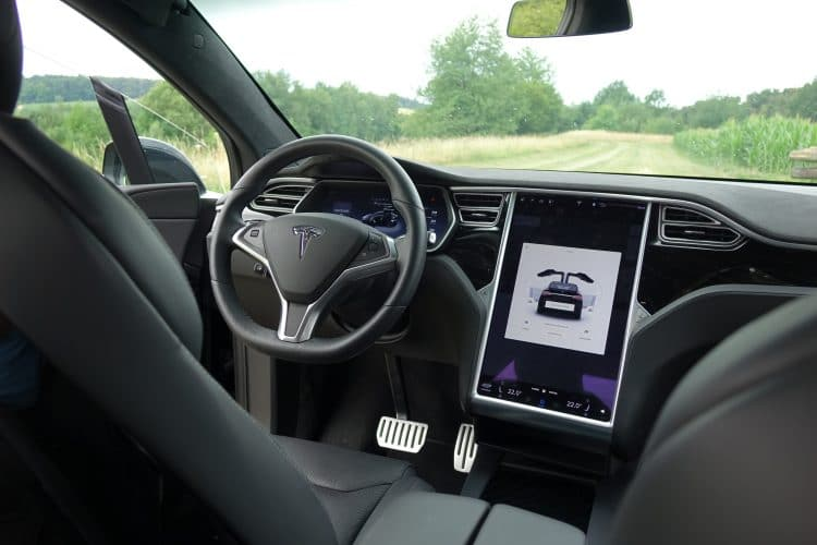 tesla model x mieten in m nchen drivar. Black Bedroom Furniture Sets. Home Design Ideas
