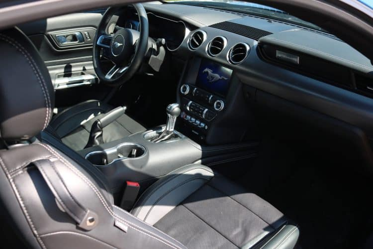 ford mustang giessen cockpit