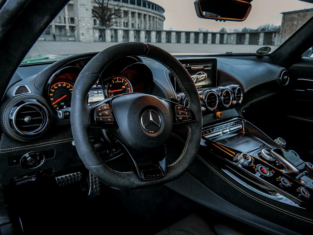 MERCEDES AMG GT R mieten in Berlin 2