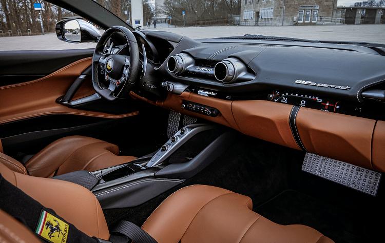 Ferrari 812 Superfast mieten in Berlin 5