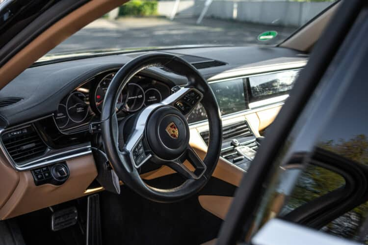 Porsche Panamera 4S Cockpit