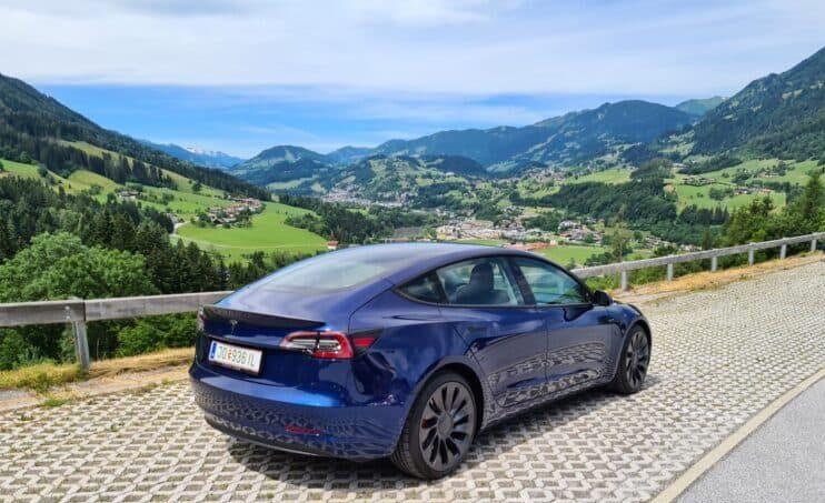 Tesla Model 3 Performance mieten in Salzburg