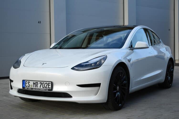 Tesla Model 3 mieten in Stuttgart