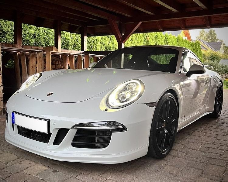 Porsche 911 Carrera 4 GTS mieten in Zwickau