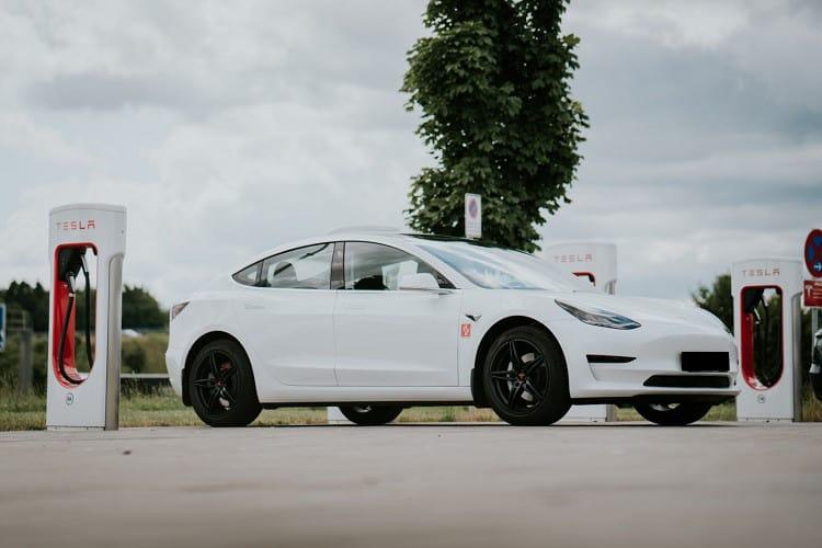 Tesla Model 3 mieten in Ulm